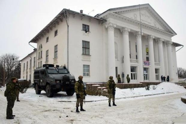 Журналисты подрались на избирательном участке на Донбассе