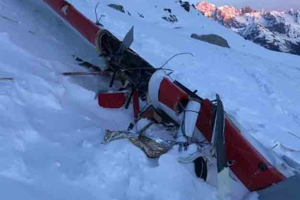 Зіткнення вертольота з літаком в Альпах: 7 загиблих і 2 поранених