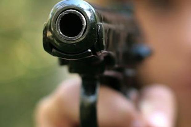 На футбольном матче во Львовской области мужчина открыл стрельбу