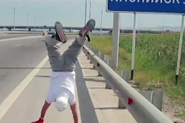 Дагестанский йог прошел на руках 10 километров