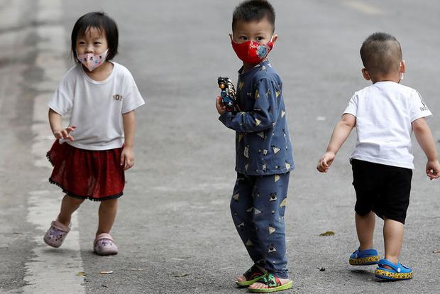 Ученые подтвердили - дети и молодые переносят коронавирус легче, но являются суперпереносчиками