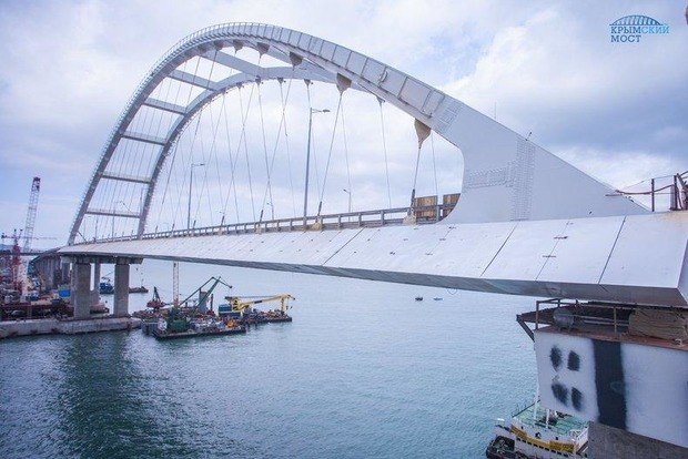 Опора Крымского моста треснула, не выдержав собственного веса