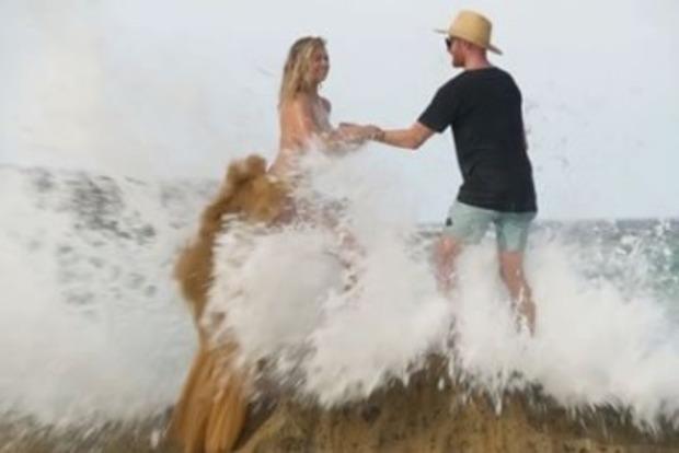 Модель Кейт Аптон упала со скалы в океан во время фотосессии