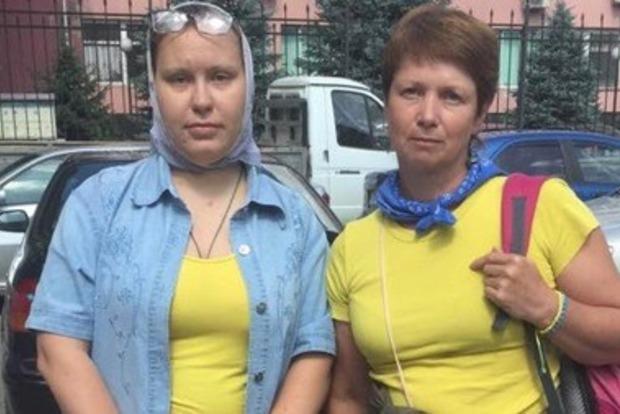 В Симферополе задержали женщин в сине-желтой одежде