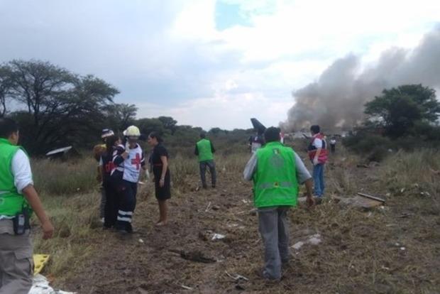 Божье благословение: самолет рухнул и загорелся, но все выжили (видео)