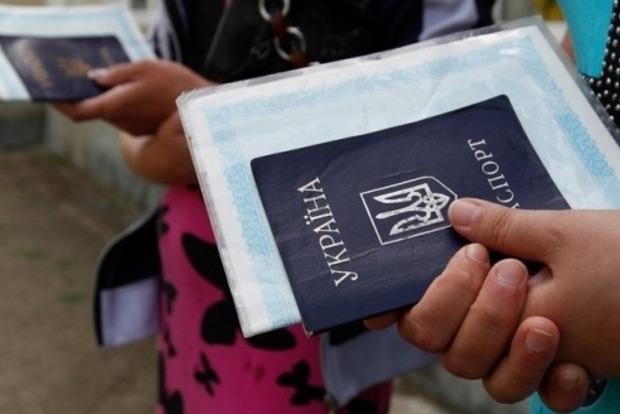 Переселенцы смогут получить соцвыплаты и пенсии в любом банке Украины – Кабмин