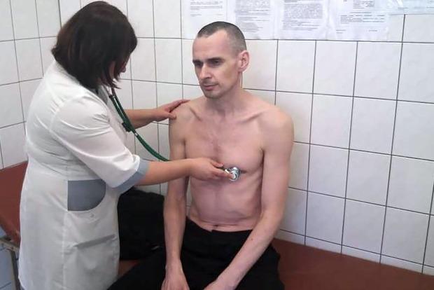 Прекративший голодовку Сенцов попросил прощения у всех, кого подвел