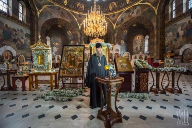 На глазах у всех вор украл икону Георгия Победоносца в Киево-Печерской лавре (фото)