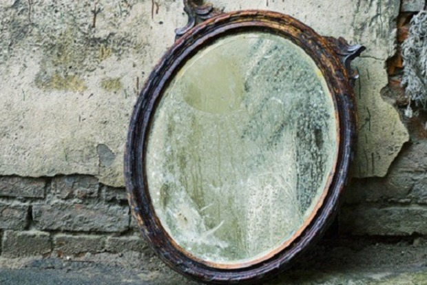 Як правильно викидати дзеркала з дому і що робити з битими