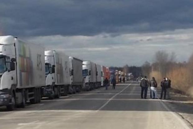 По Тернопольщине на бешеной скорости промчалась колонна из 50 российских фур