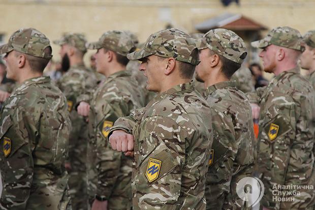 США отказались оказывать военную помощь полку Азов из-за неонацистов