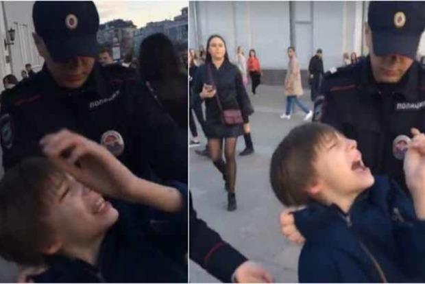 Появилось видео жестокого задержания в Москве  ребенка, читавшего «Гамлета»