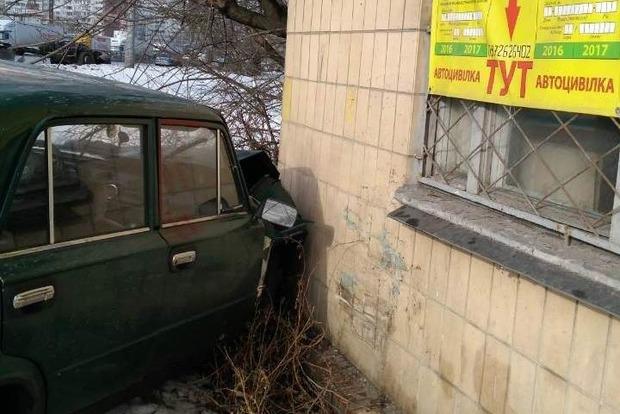 Под Киевом угонщики-подростки украли два авто, один из которых разбили