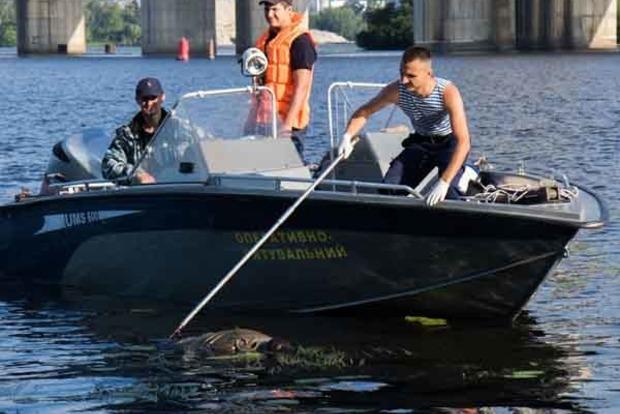 Под Южным мостом в Киеве найдено тело утопленника