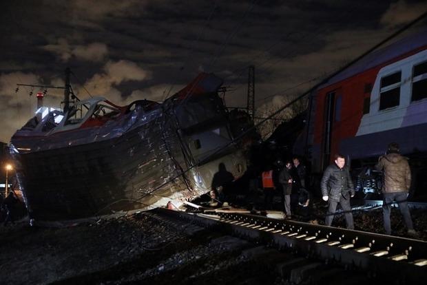 От столкновения поездов в Москве травмировано более 30 человек
