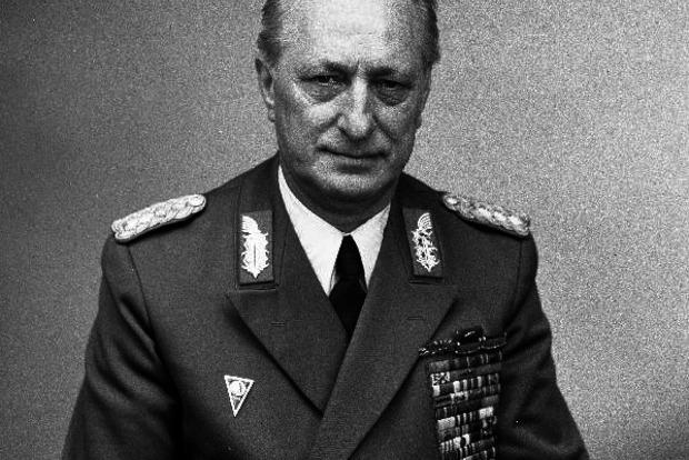 В Германии умер экс-министр обороны ГДР