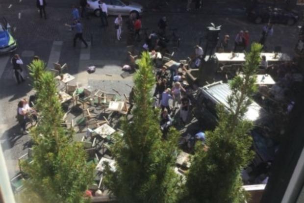 Теракт у Німеччині. Фургон в'їхав у натовп багато жертв