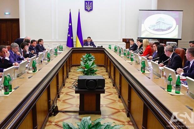 Гройсман проверяет подготовку к учебному году и отопительному сезону в трех областях Украины