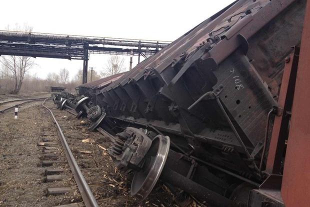 Во Львовской области с рельс сошли шесть товарных вагонов