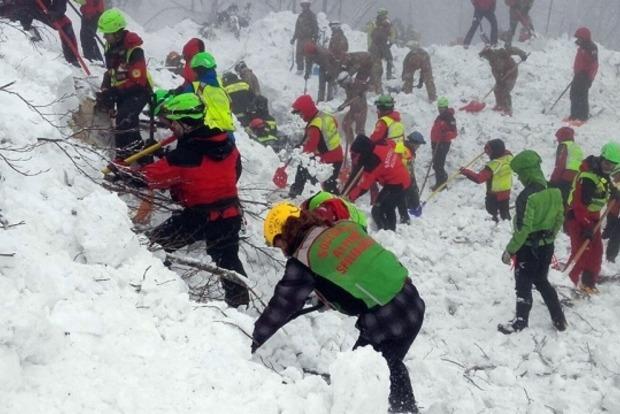 Число жертв схода лавины в Италии возросло до 18