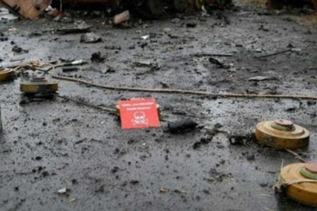 На Донбассе женщина сойдя с дороги подорвалась на растяжке
