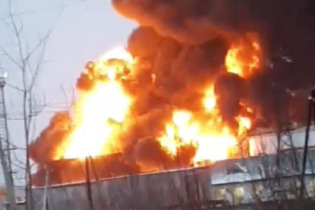 Взрывы до неба. В России взлетела на воздух нефтебаза