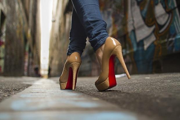 Ортопед рассказала, как легко и ходить на каблуках и не покалечить ноги