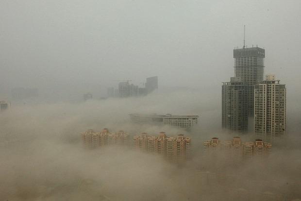 В Пекине объявлен красный уровень экологической опасности