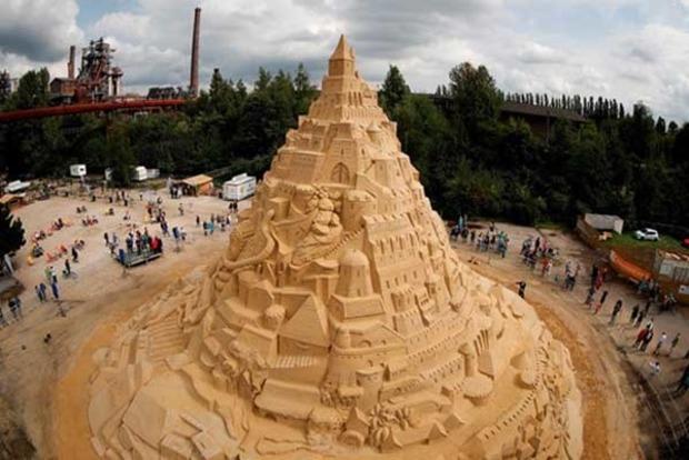 В Германии построили самый высокий в мире песочный замок