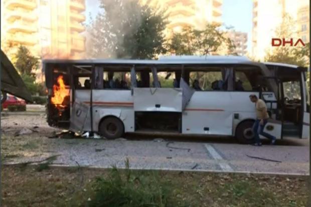 В Турции подорвали автобус с полицейскими