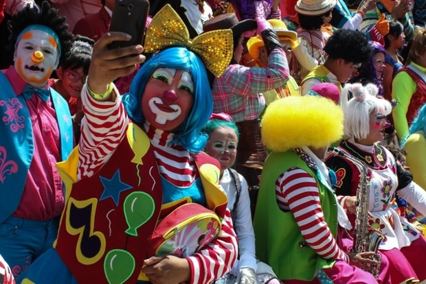 На карнавале в Бразилии арестовали 150 клоунов-воров