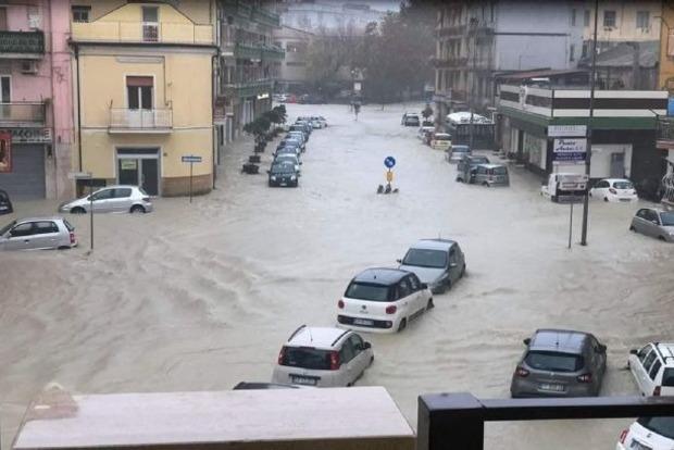 Юг Италии накрыло сильное наводнение