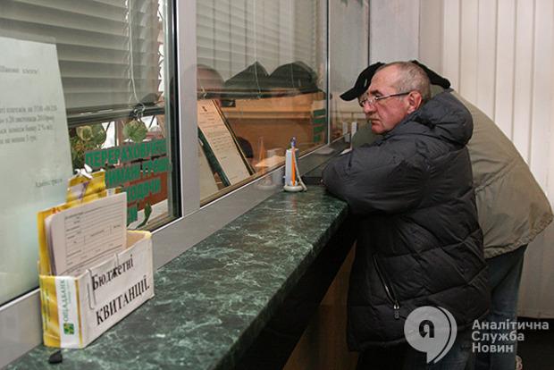 Порошенко возмущен задержкой пенсий переселенцам. Гройсман пообещал подумать