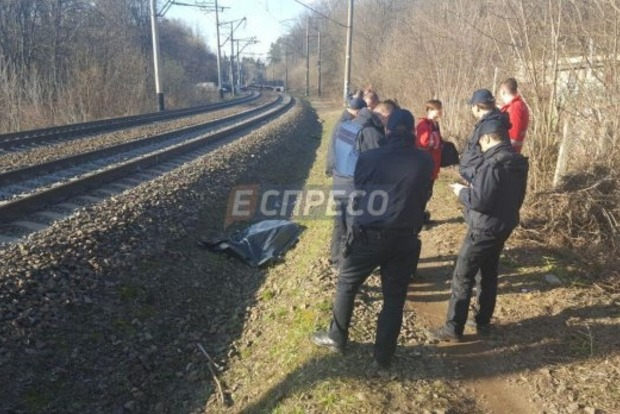 В Киеве подросток погиб под колесами поезда, делая селфи