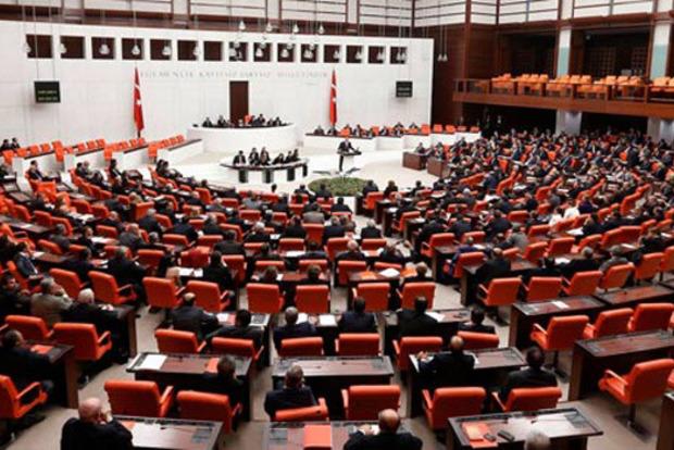 Турецкий парламент разрешил отправить военных в Катар