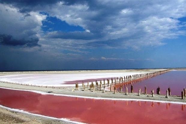 Лікує шкіру та суглоби: рожеве Лемурійське озеро - диво України