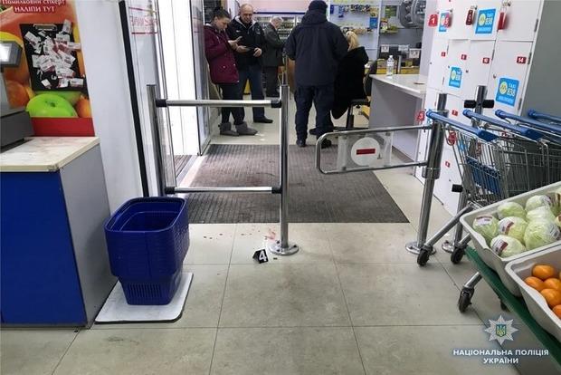 В столичном магазине покупатели устроили дебош: подстрелили женщину