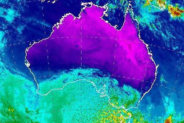На Австралию надвигается ураганный шторм со снегом и градом