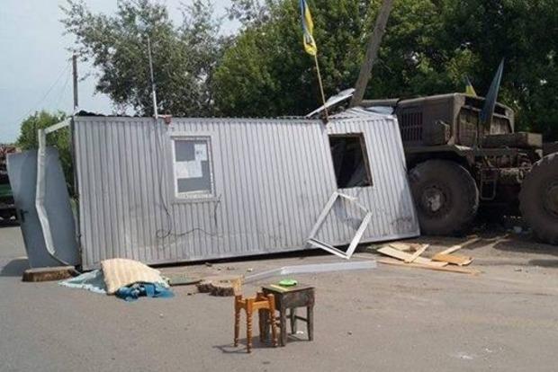 В районе АТО военный тягач протаранил блокпост, погиб военный (фото)