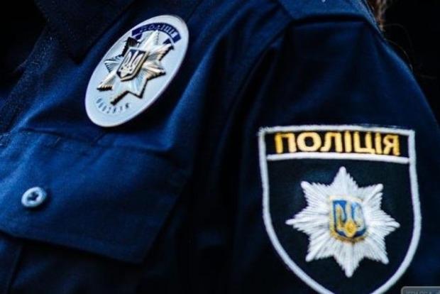 На Троещине в Киеве наркоман бегал по детской площадке с луком и стрелами