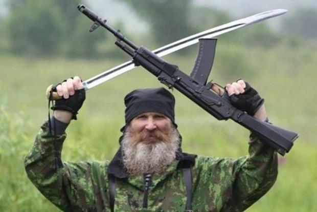 В оккупированную Кадиевку прибыли 200 новых террористов из России