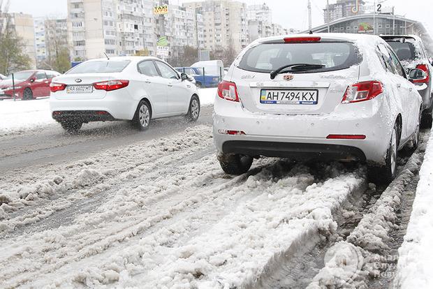 «Укравтодор» ограничил движение транспорта из-за снегопадов