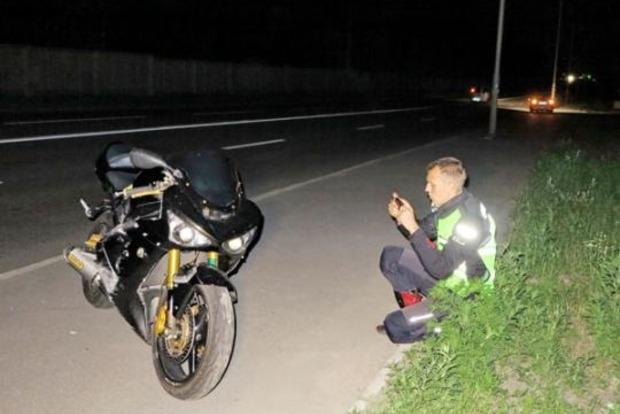 У Києві мотоцикліст на смерть збив жінку, яка йшла з могили дитини
