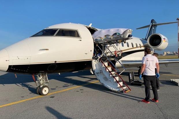 Самолет с Алексеем Навальным на борту приземлился в Берлине
