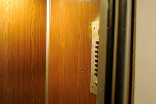 У Луцьку молода жінка загинула у несправному ліфті