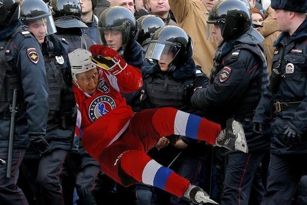 Падение Путина на хоккее взорвало соцсети