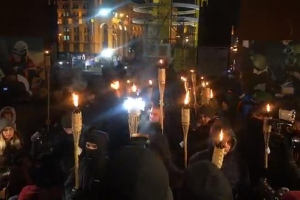 В Киеве прошло факельное шествие в память пятой годовщины разгона Майдана