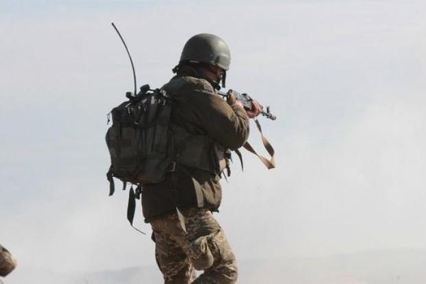Обострение на Донбассе: ВСУ перешли в оборону, один военный погиб