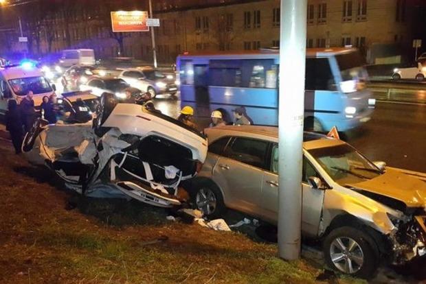 Жуткое ДТП на проспекте Победы в Киеве: умерла молодая девушка