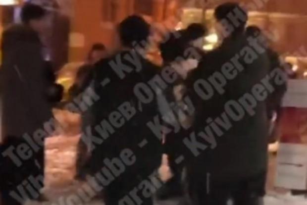 У центрі Києва підлітки по-звірячому побили чоловіка